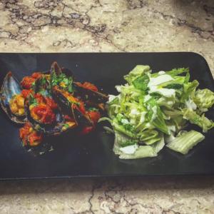 Cozze alla marocchina con insalata di cetriolo
