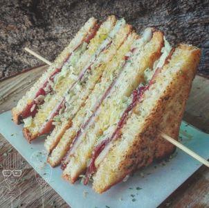 Club Sandwinch con bresaola, pere e pecorino