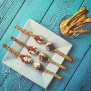 Cucchiaini di frolla salata alle nocciole con robiola, arancia e rosmarino