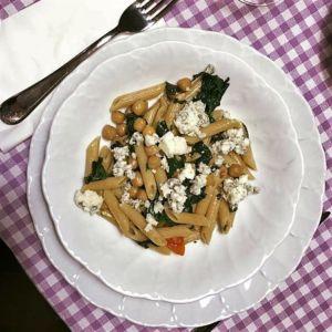 Elena - Penne integrali con spinaci, ceci e fiocchi di blue