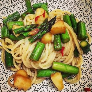 Gloria - Spaghetti con asparagi, mela e semi di zucca