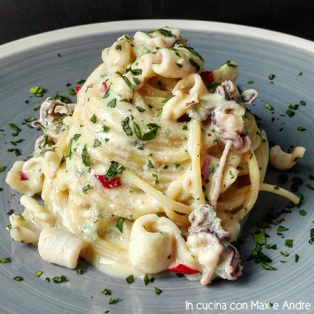 Spaghetti alla carbonara e calamari