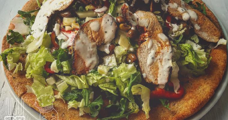 Focaccia ai ceci con insalata di pollo alla paprika e gara masala