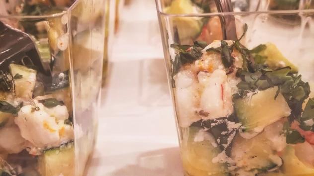 Insalatina di zucchine feta e gamberi all'arancia