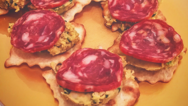 http://www.incucinaconmaxeandre.it/crostino-hummus-ceci-salame-piccante/