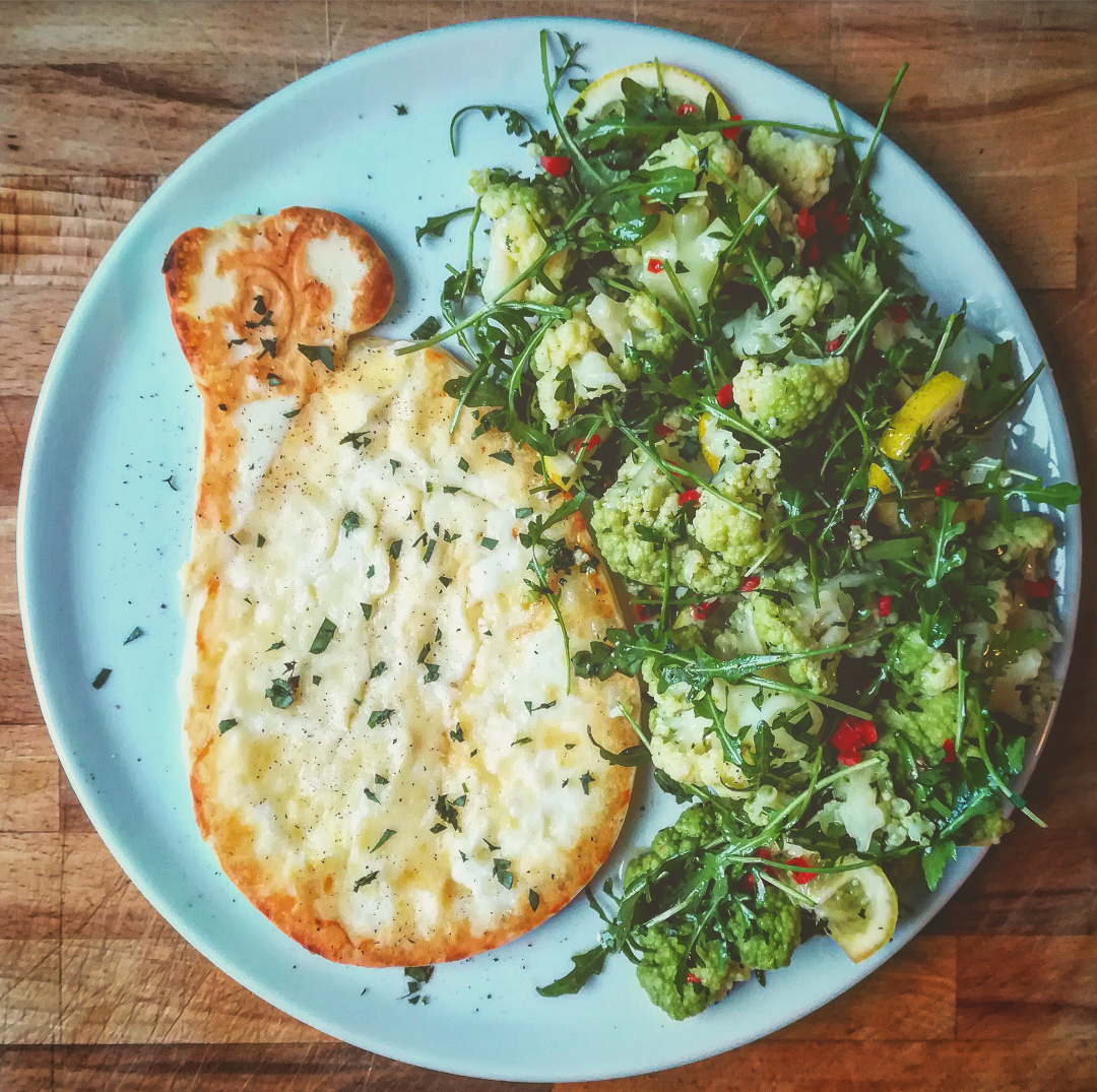 Caciocavallo alla piastra con insalata di cavolfiori