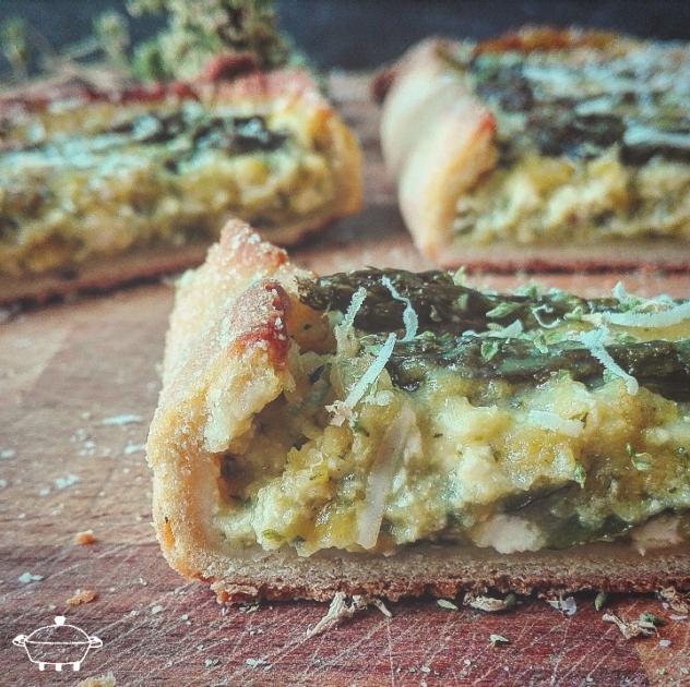 Torta con asparagi, zucchine e ricotta