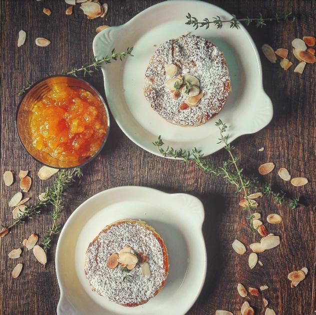 Torta morbida con marmellata di arance mandorle e timo