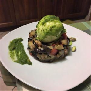 Beatrice - Tartare di melanzane con bufala con pesto di basilico e pistacchi