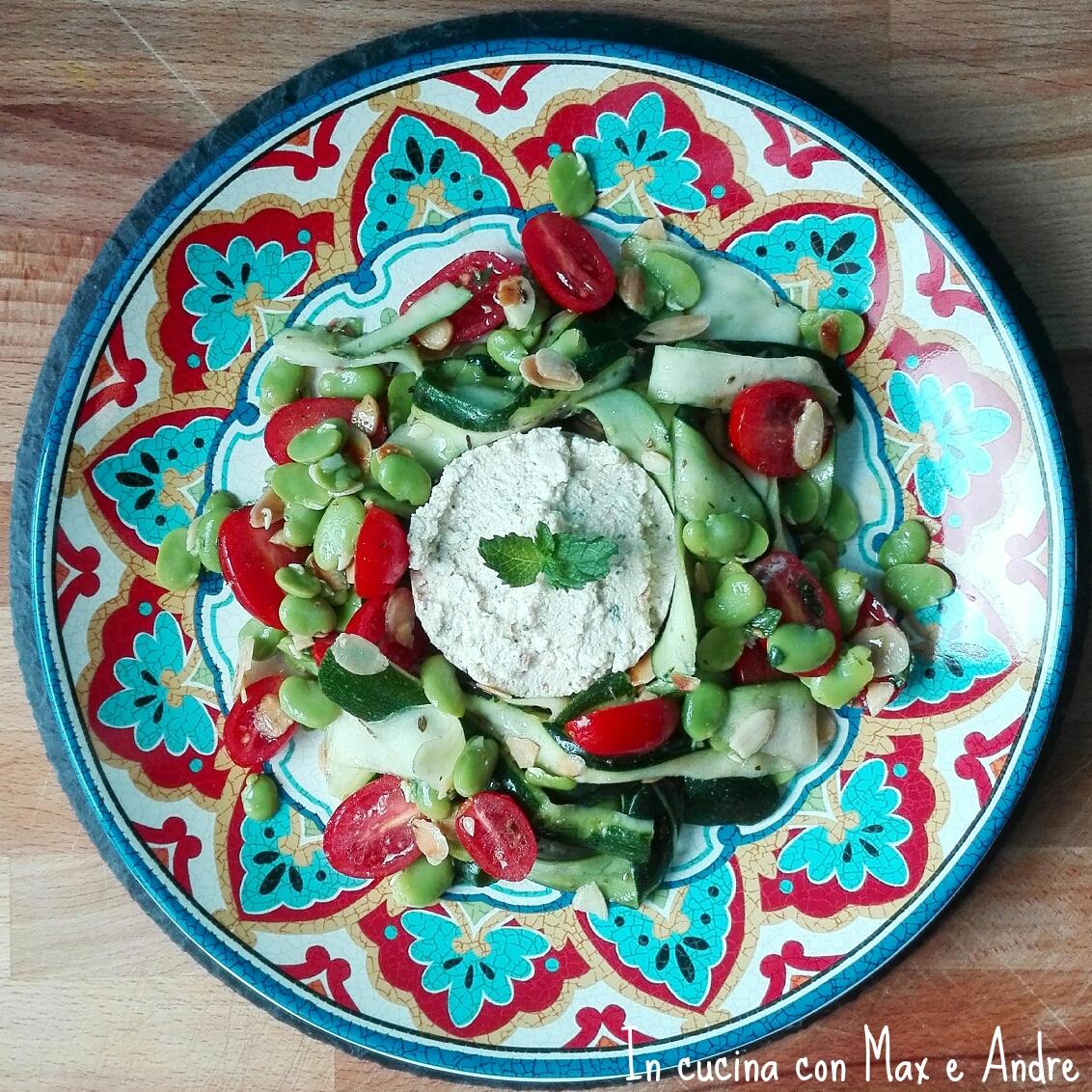 Ricotta di pecora alle erbe con insalata di zucchine, fave e menta