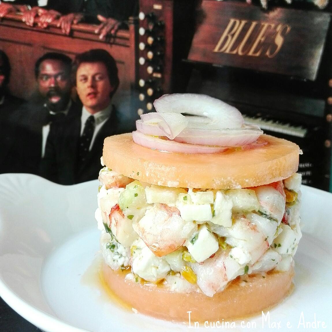 Sandwich di melone ripieno di gamberi, feta e sedano