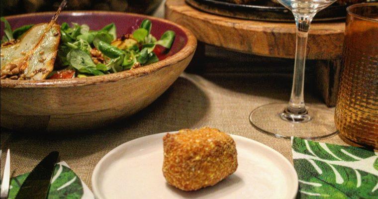 Brie fritto con insalata di stagione