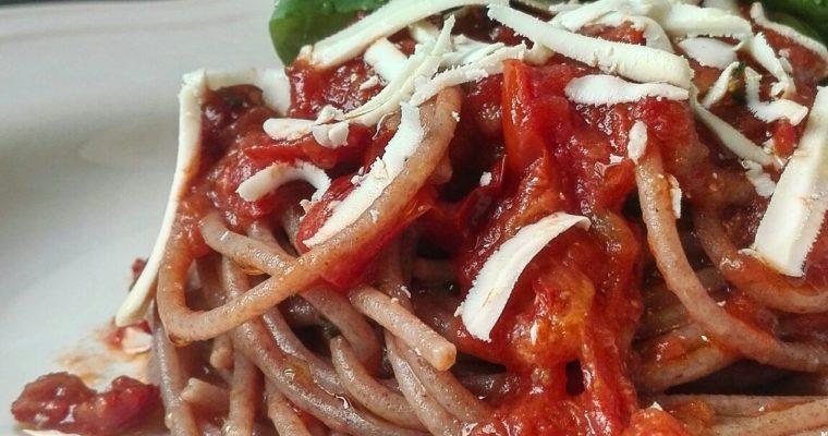 Spaghetti al farro ai 3 pomodori