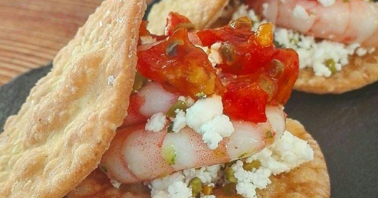 Sandwich croccante con gamberi, feta e fichi d'india