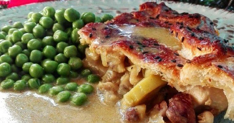 Stufato di pollo, porri e castagne in crosta di sfoglia