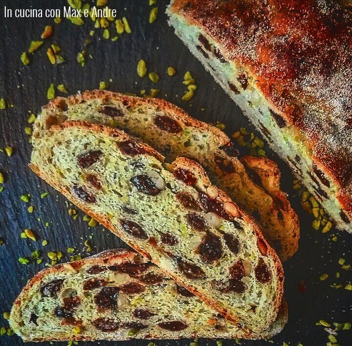 Pane ai pistacchi e uvetta