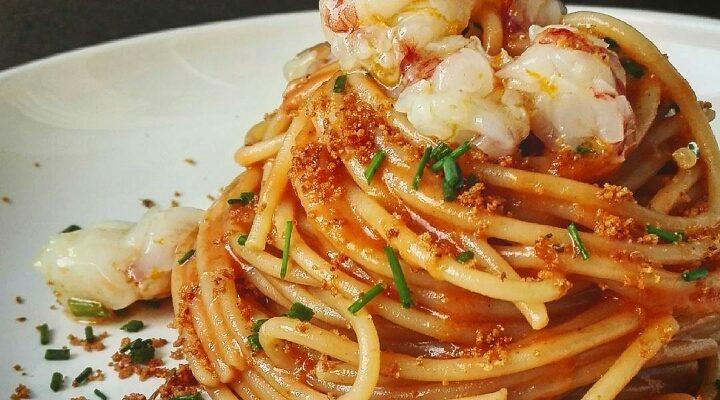 Lo spaghetto con gamberi crudi profumati all'arancio