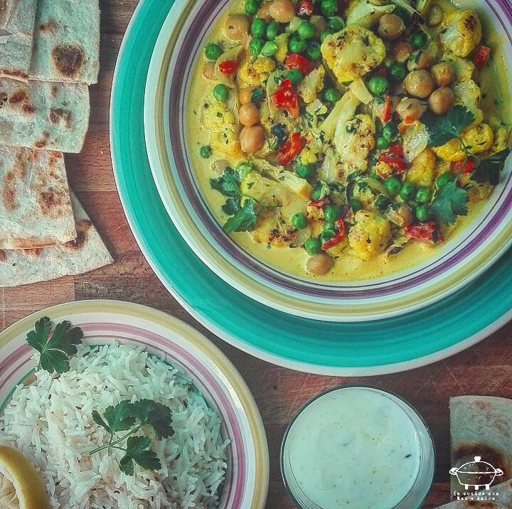 Curry vegetale con riso e yogurt alla menta