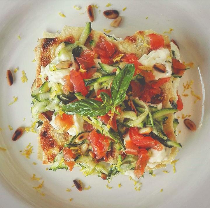 Lasagnetta fredda di pane guttiau con zucchine salmone e stracchino