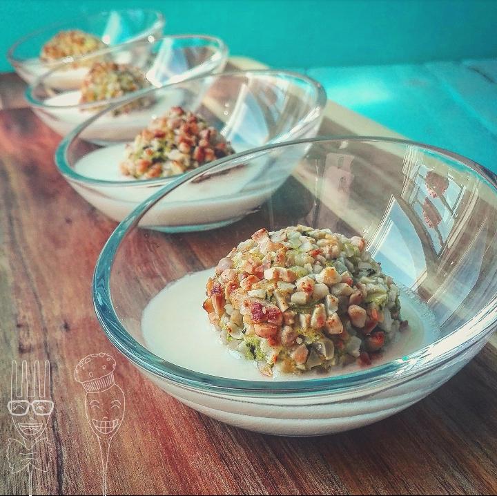 Bocconcini di patate e spinaci al curry con crema al formaggio