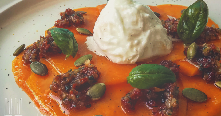 Carpaccio di zucca con bufala e pesto di pomodori secchi