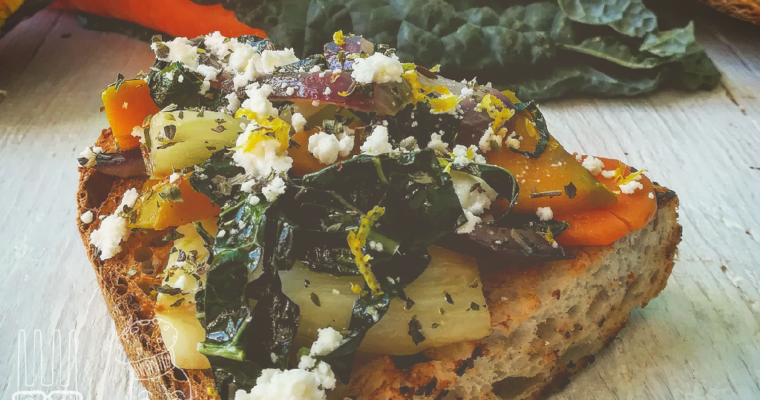 Crostone con verdure di stagione e feta