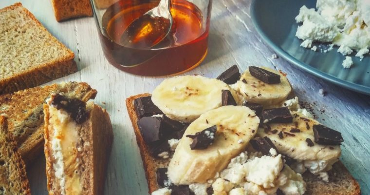 Toast ricotta cioccolato banana e miele
