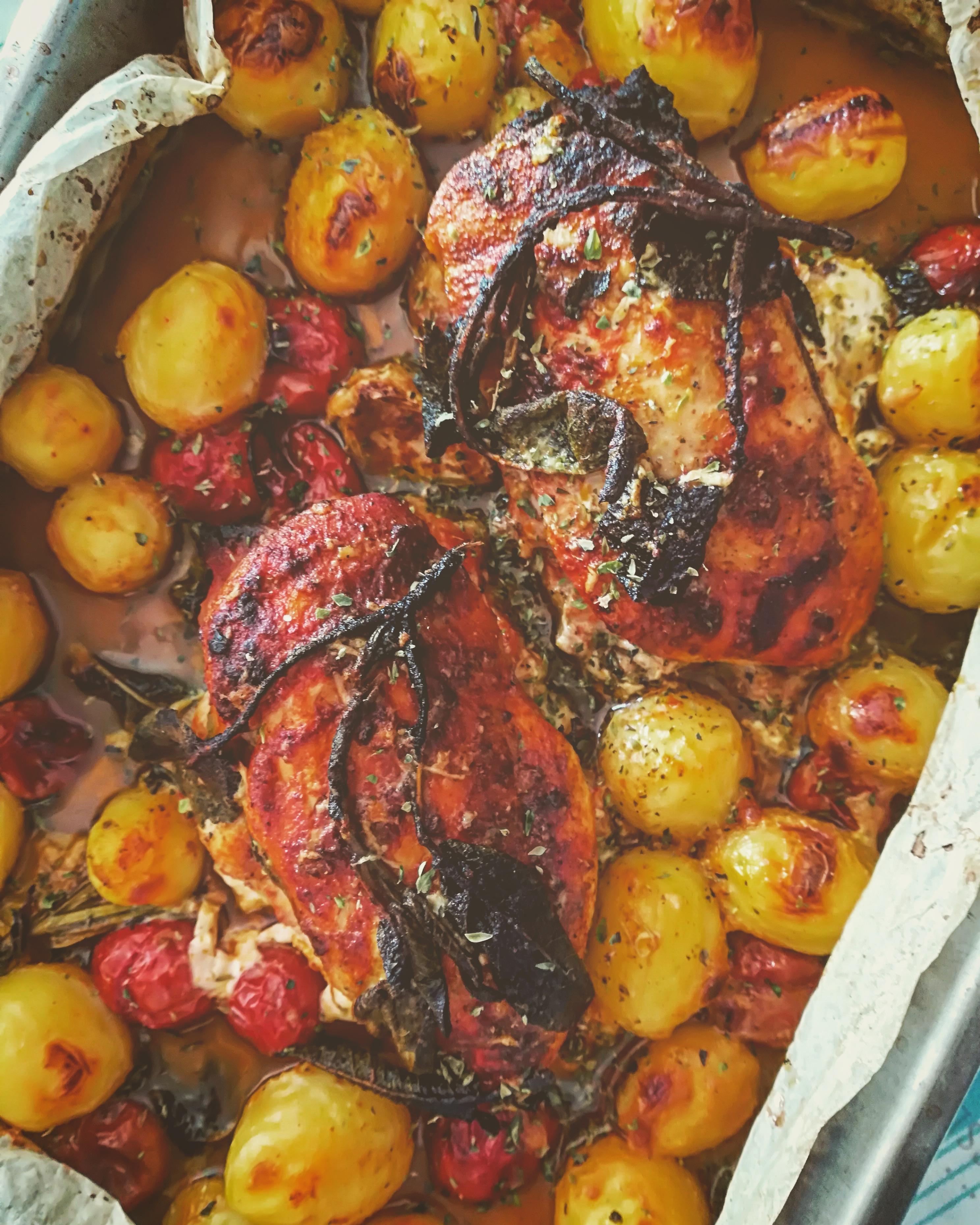 Petto di pollo al forno ripieno con cotto e scamorza