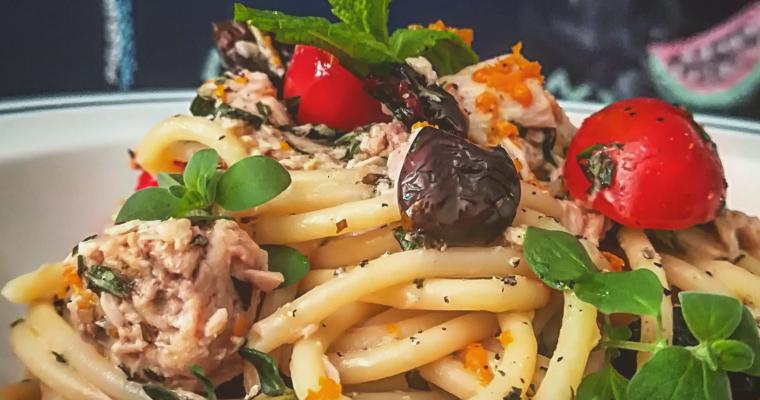 Spaghetto al tonno pomodorini ed erbe aromatiche