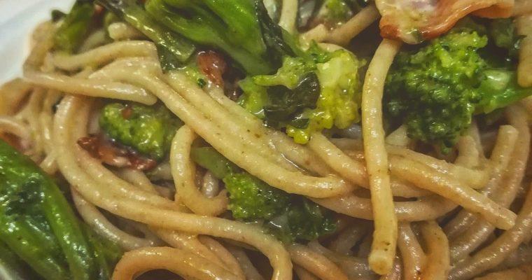 Spaghetti integrali con cime di rapa, bacon e pecorino