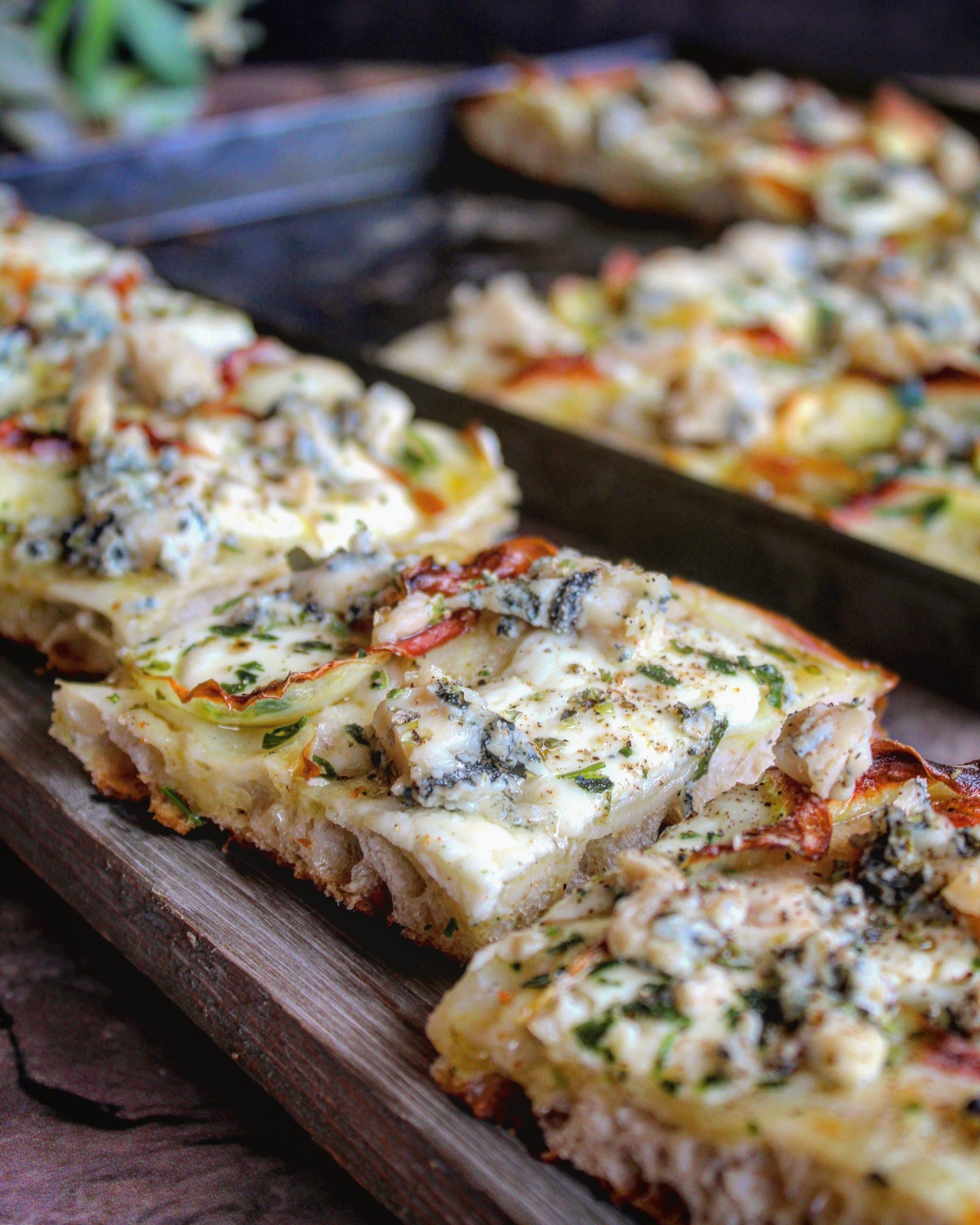 Pizza con patate crescenza e gorgonzola