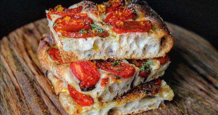Pizza con pomodorini confit e scorza d'arancia