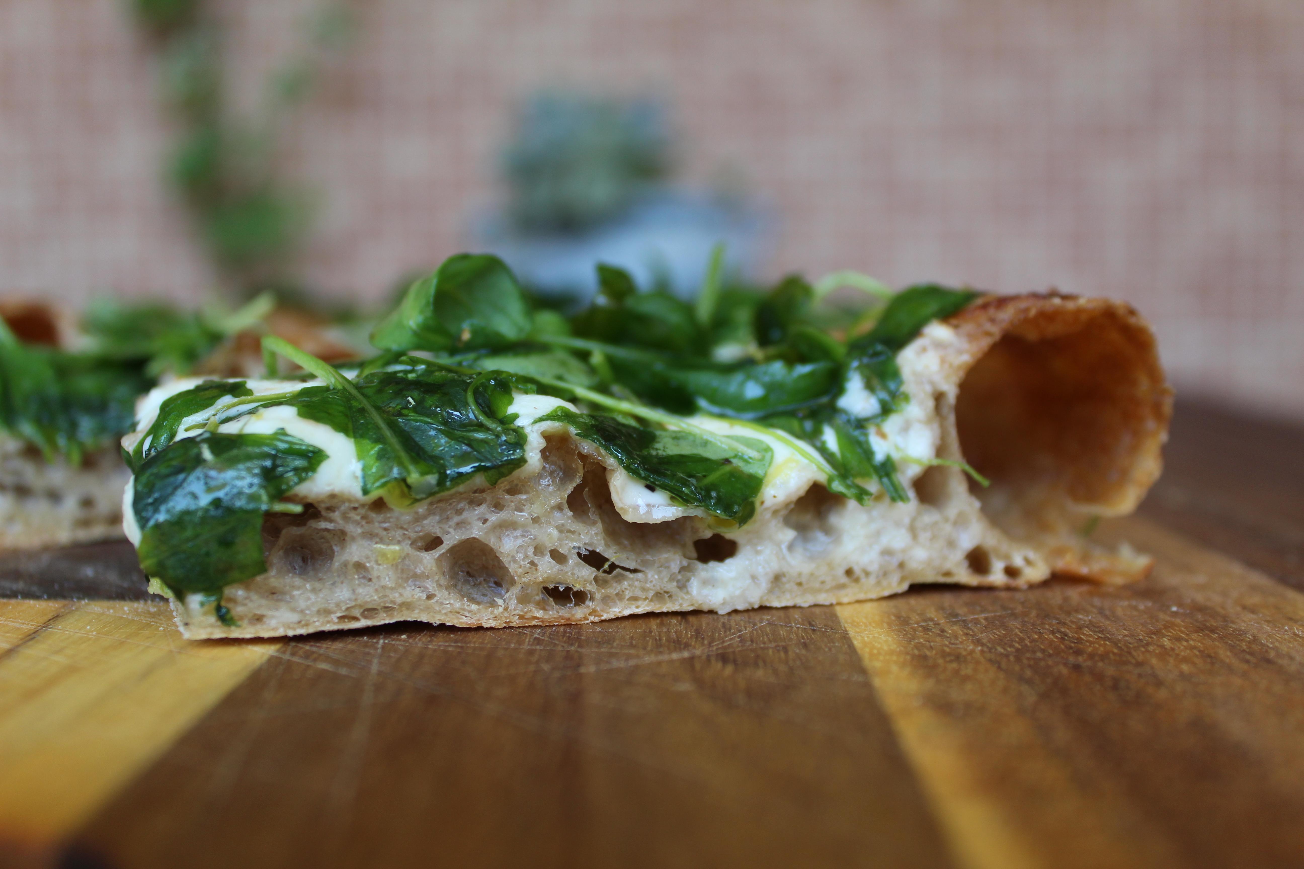 Pizza squacquerone, rucola e limone