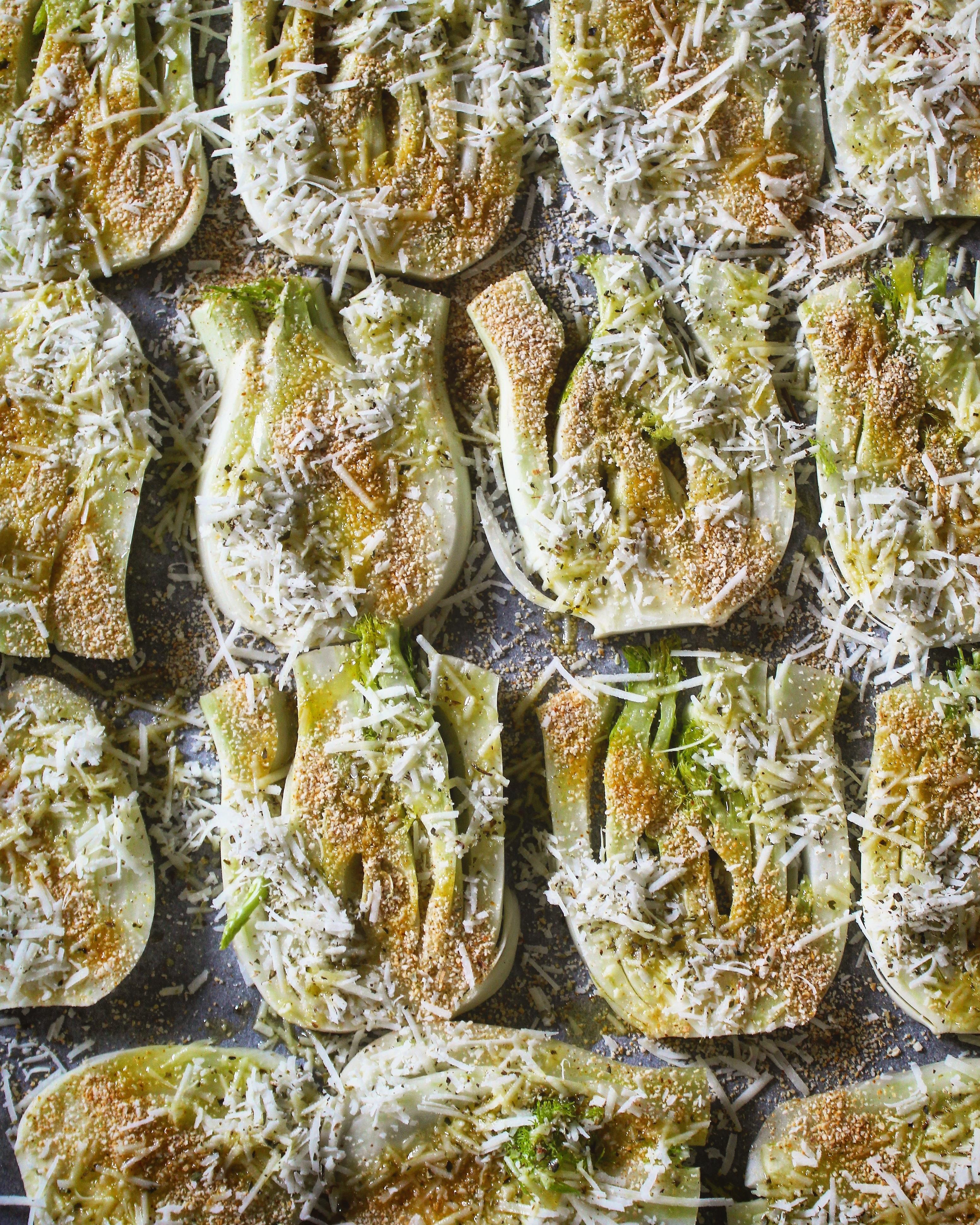 Torretta di finocchi gratinati, feta, pesto di fave e pistacchi