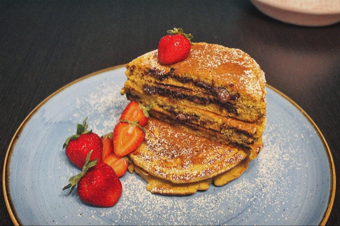 Pancakes con cuore di cioccolato e nocciola