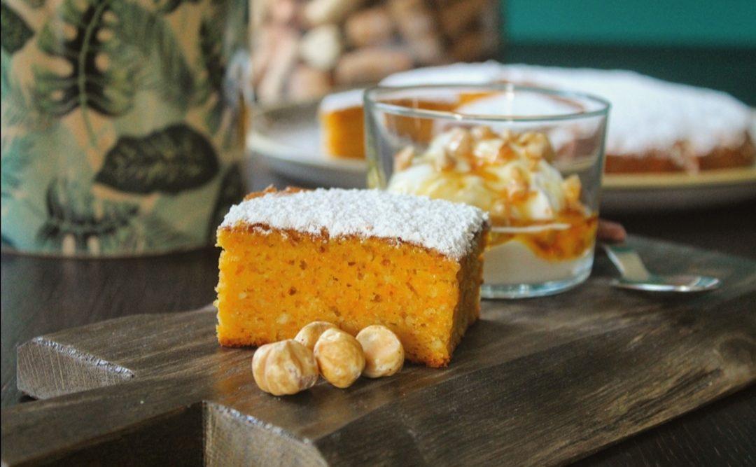 Torta morbida di carote, mandorle e nocciole