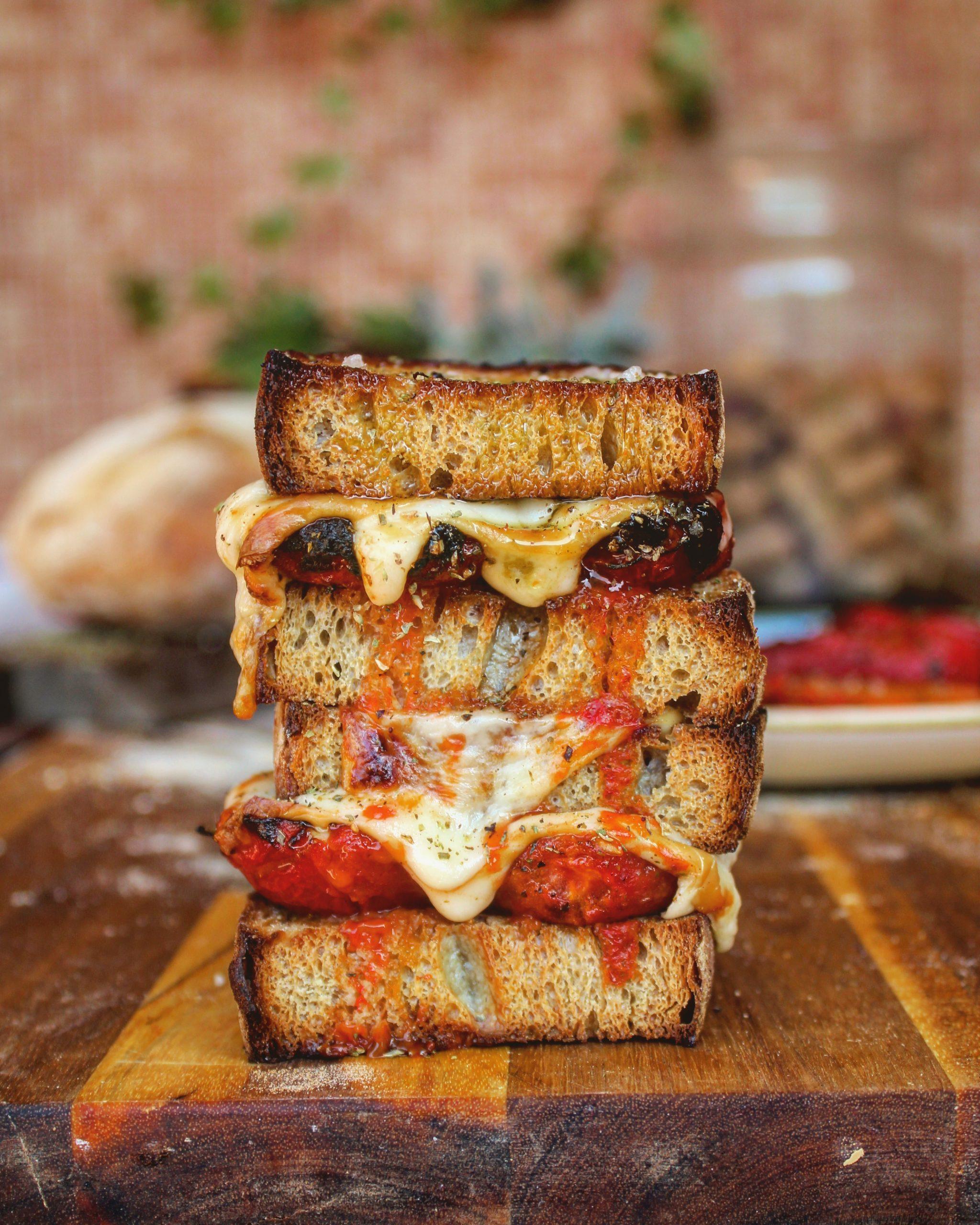 Sandwich con pomodoro arrostito provola ed origano