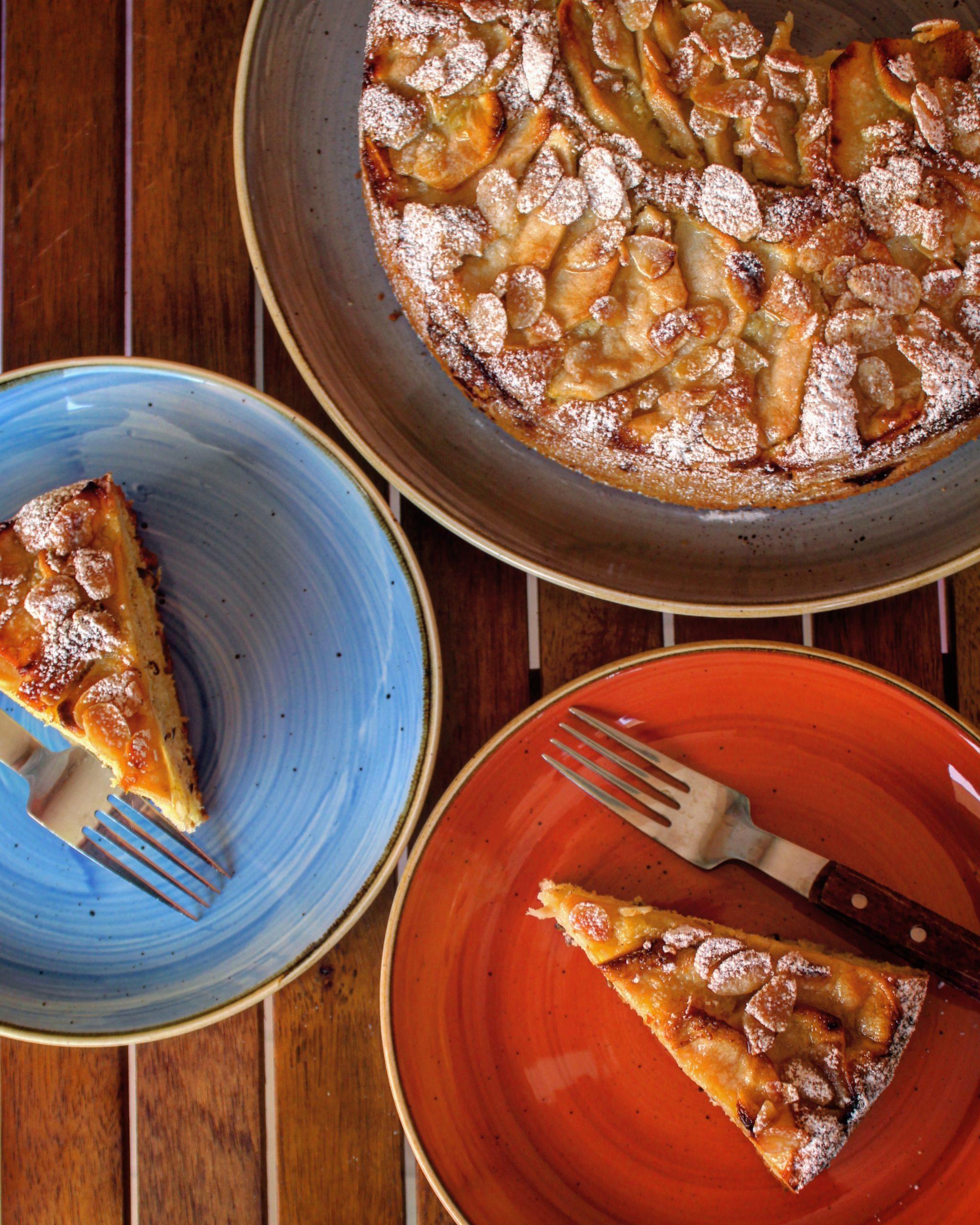 Torta morbida di mele e mandorle