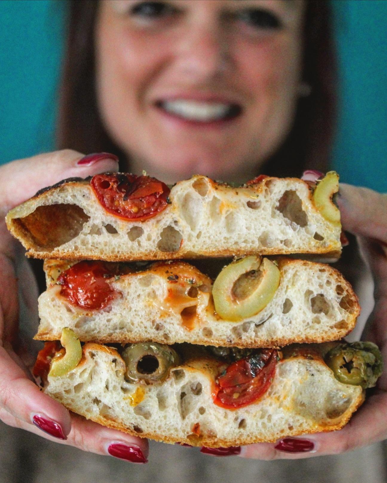 Focaccia olive pomodoro ed origano