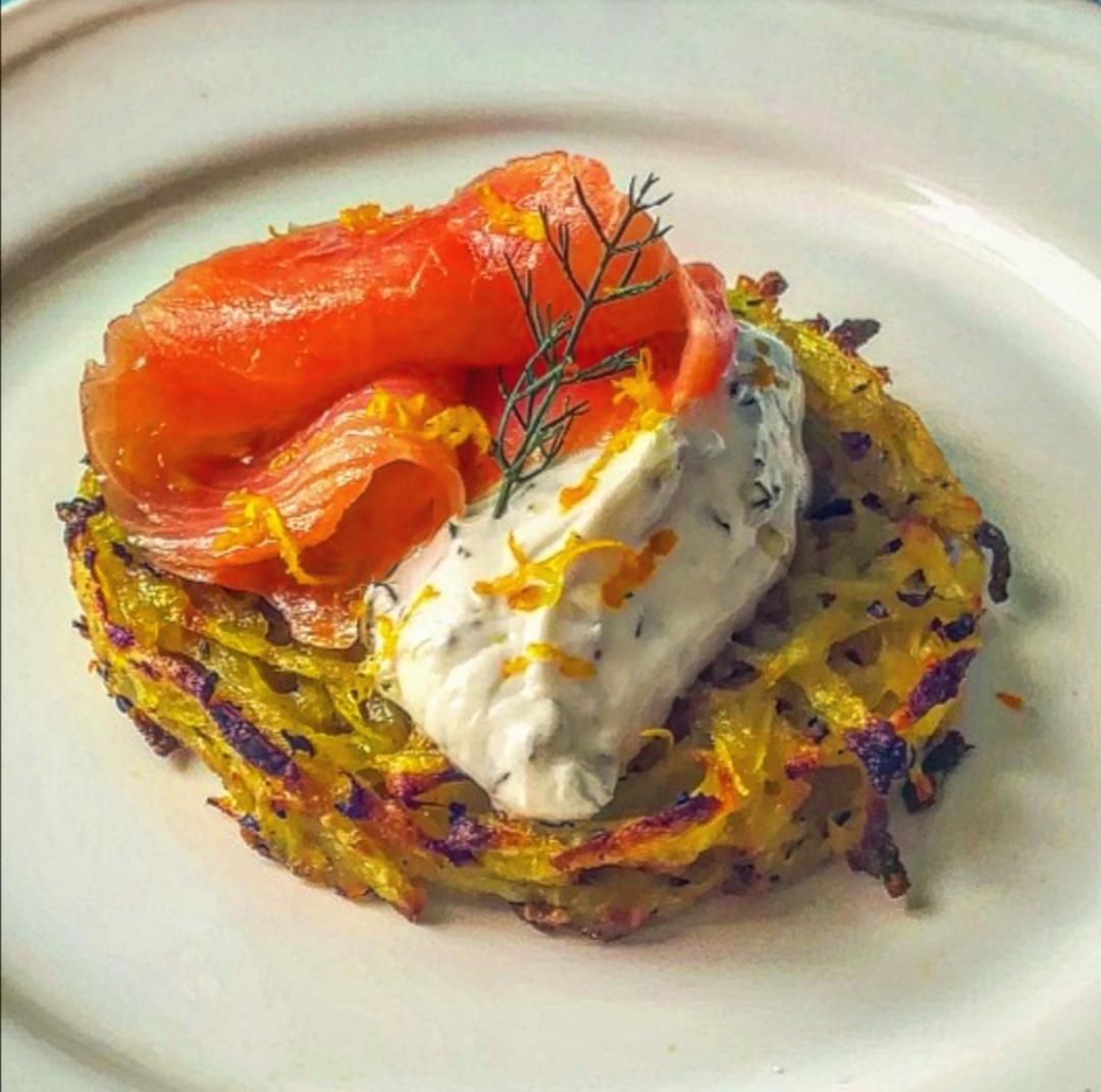 Ricetta Salmone Affumicato E Yogurt Greco.Rosti Di Patate Con Salmone E Yogurt Al Finocchietto E Limone Il Gusto Di Andre