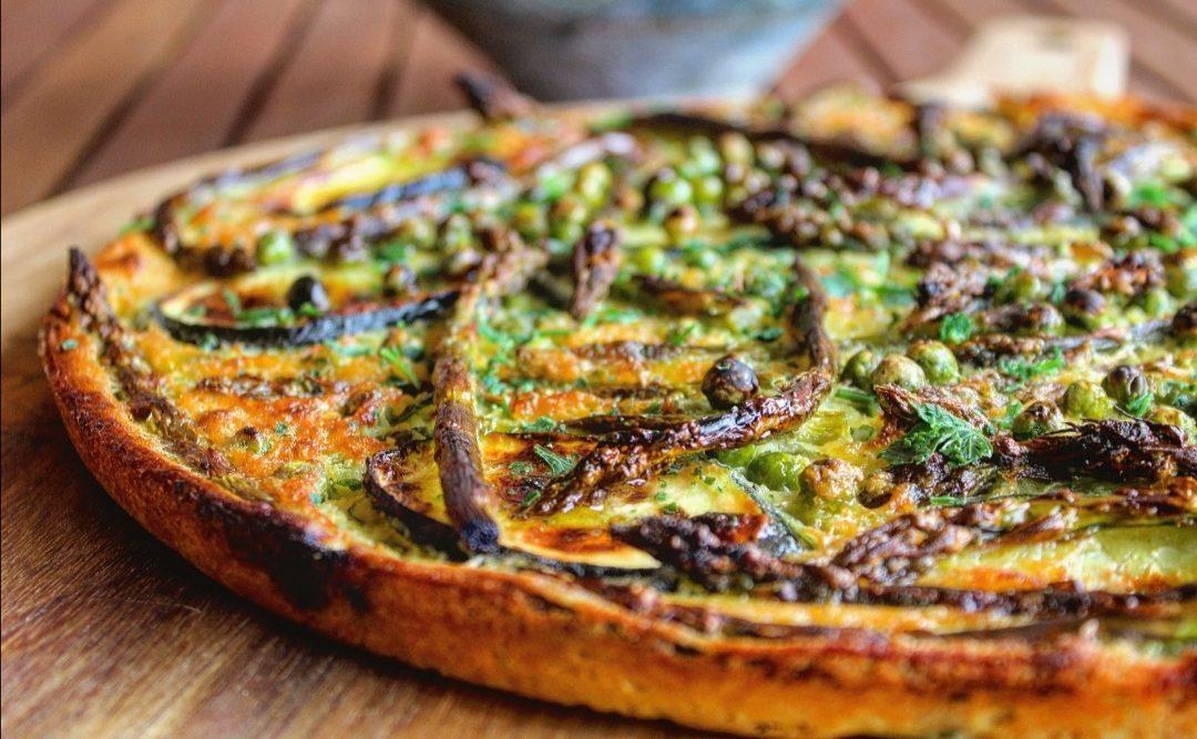 Farinata di ceci con asparagi zucchine e piselli