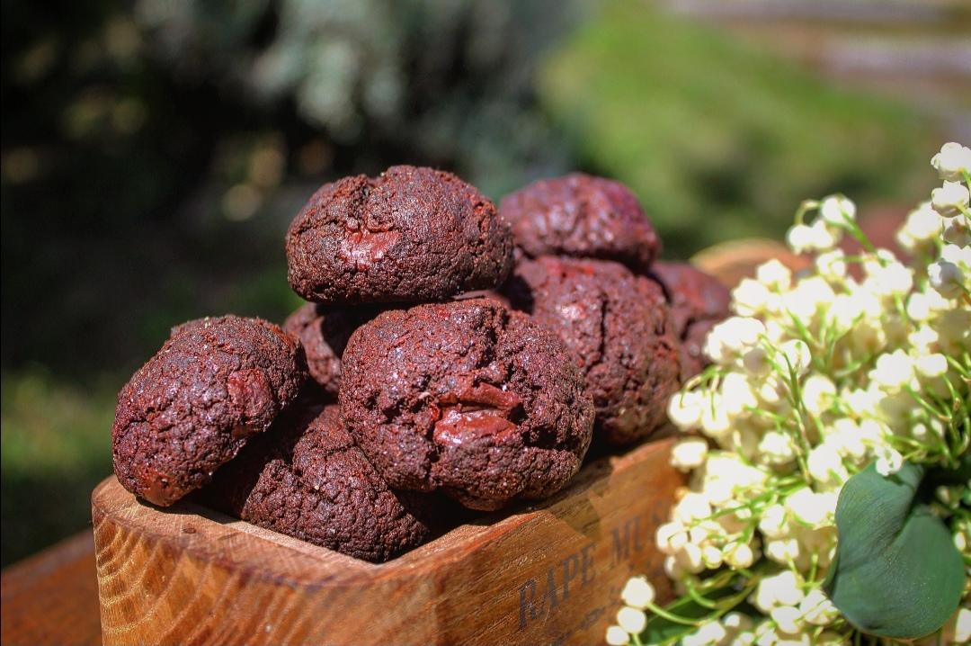 Biscotti al cacao con scaglie di cioccolato fondente