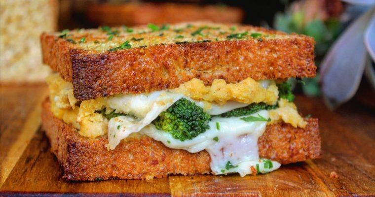 Sandwich con hummus di ceci broccoli e caciocavallo