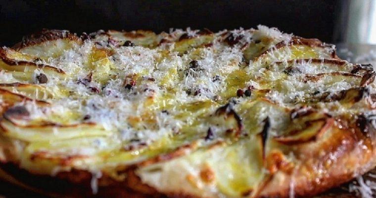 Pizza patate pepe e pecorino