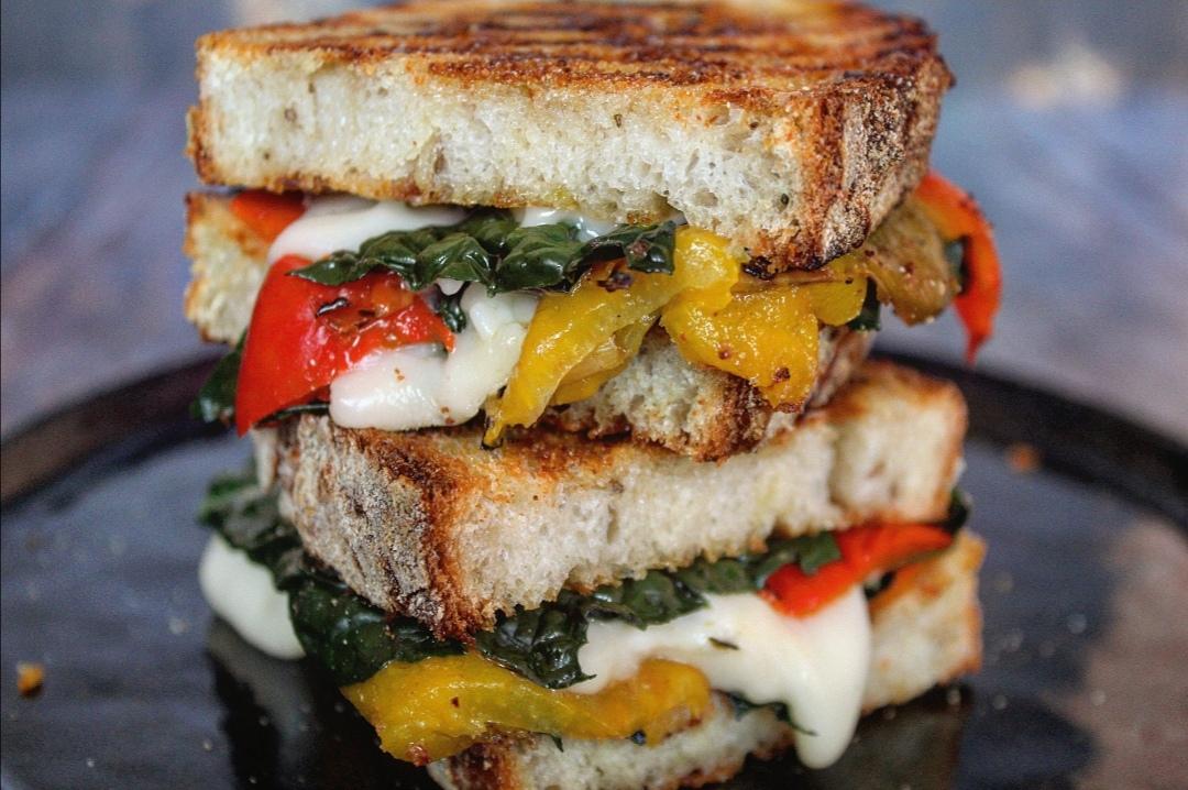 Sandwich peperoni cavolo nero e taleggio