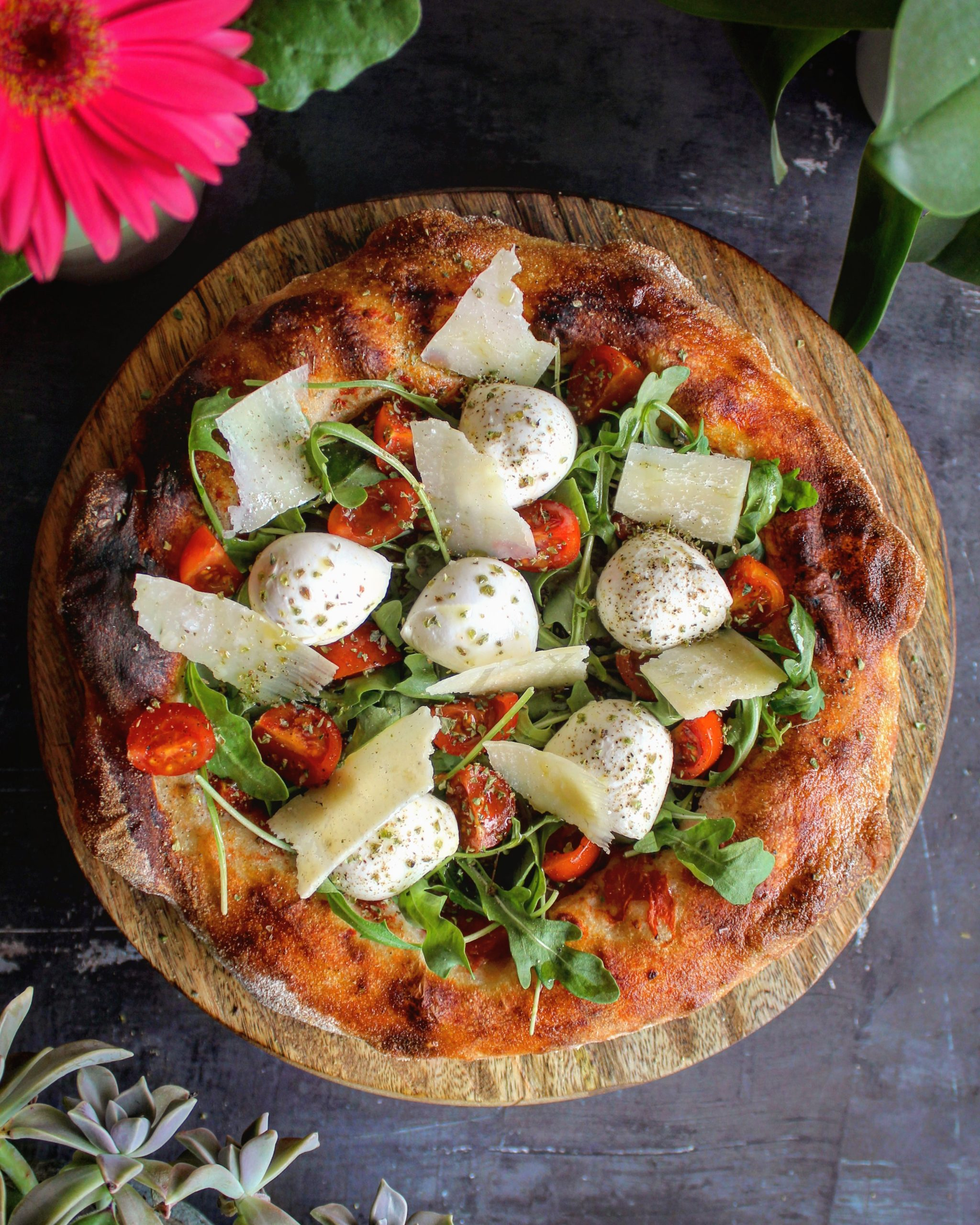Pizza pomodoro rucola mozzarella e Parmigiano
