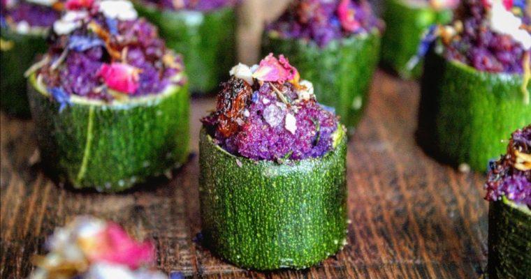 Cestini di zucchine ripiene di cavolo rosso uvetta e feta