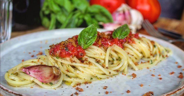Spaghetti aglio olio peperoncino e pomodoro fresco